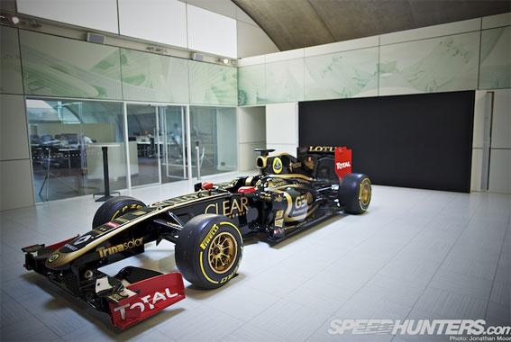 Black & Gold & Green: Lotus F1 Factory Tour