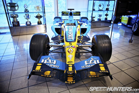 Black and Gold and Green: Lotus F1 Factory Tour